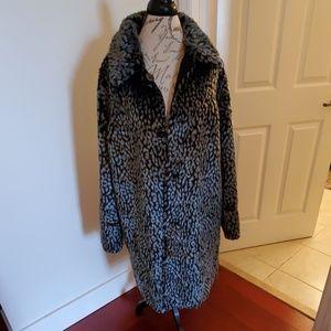 2 coats in one! Stunning Isaac Mizrahi coat